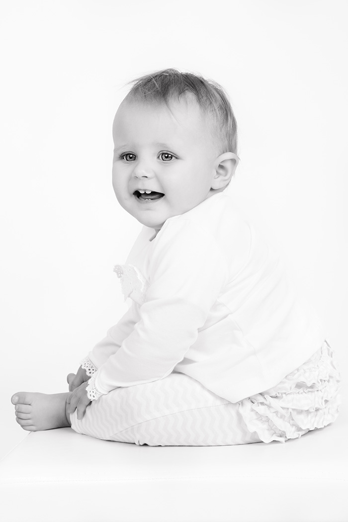 baby-girl-black-white-studio-northcliff-photographer-georgina-voigt-photography